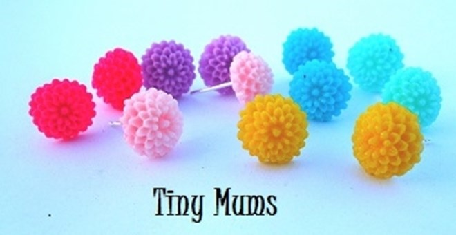 TINY ADORABLE MUM EARRINGS